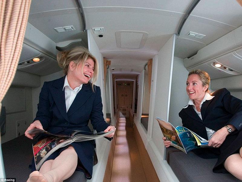 Vite in volo, dove dormono gli assistenti di volo